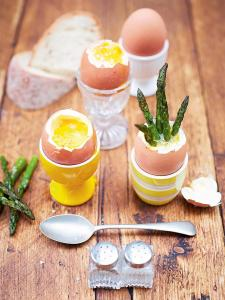 Kerryann's dippy eggs and asparagus soldiers