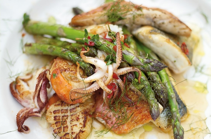 Asparagus & Mixed Fish Grill