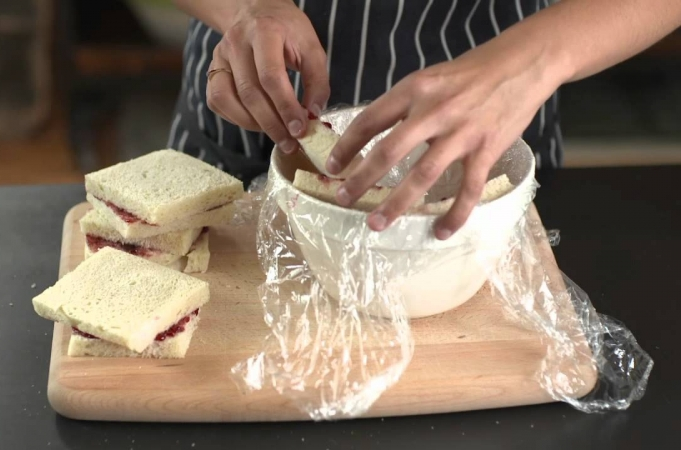 How To - assemble a summer pudding