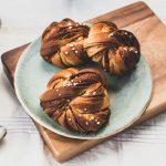 vegan swedish cinnamon buns in knots