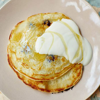 Super-easy one cup pancakes