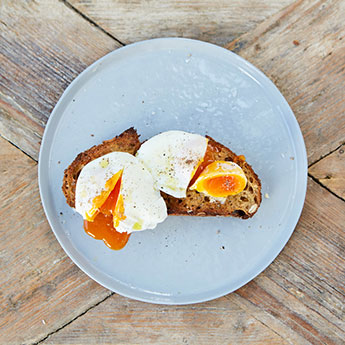 Our guide to poaching eggs like a pro