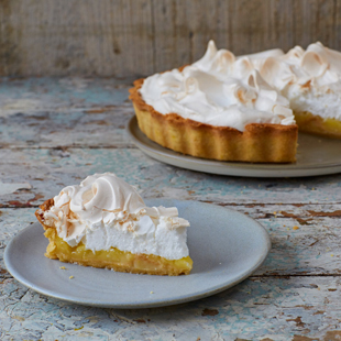 Our step-by-step guide to amazing lemon meringue pie