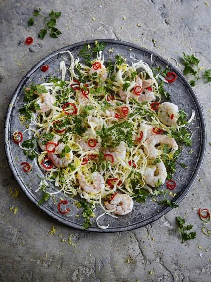 Prawn salad with chilli and white cabbage