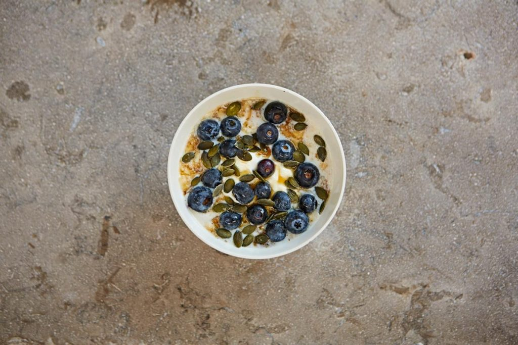 Blueberries, yoghurt, honey and toasted nuts