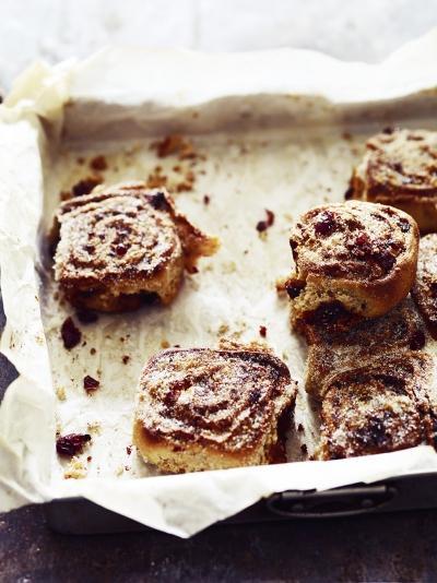 Cranberry & cinnamon swirl buns
