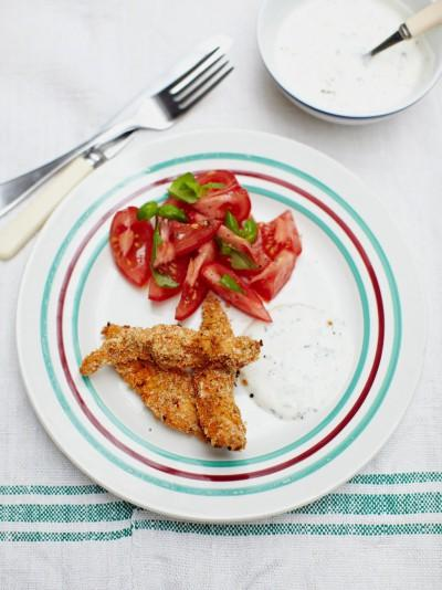 Crunchy chicken pieces with a herby yoghurt dip