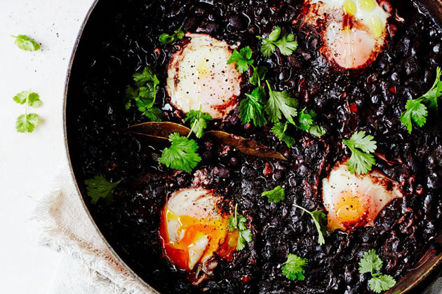 Pan filled with black beans and poaches eggs
