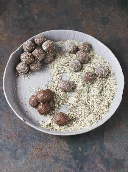 Date, cocoa & pumpkin seed energy balls