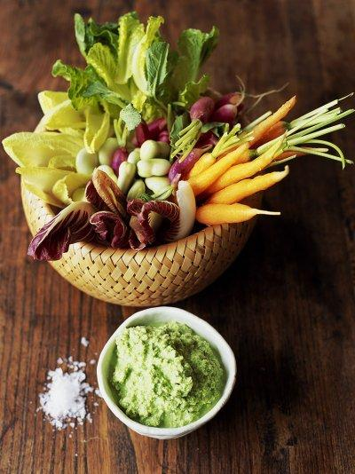 Minted pea & yoghurt dip with crudité veggies