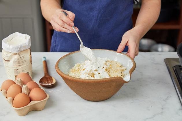 Hash browns étape 4: ajoutez de la farine