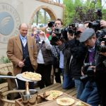chelsea flower show live cooking pitta breads