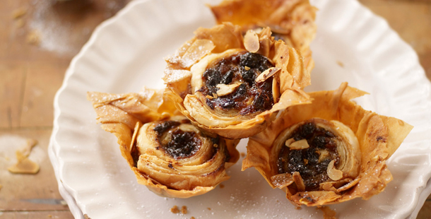 Mince pies with flaky pastry