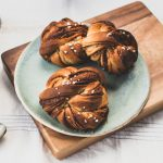 vegan swedish cinnamon buns in knots