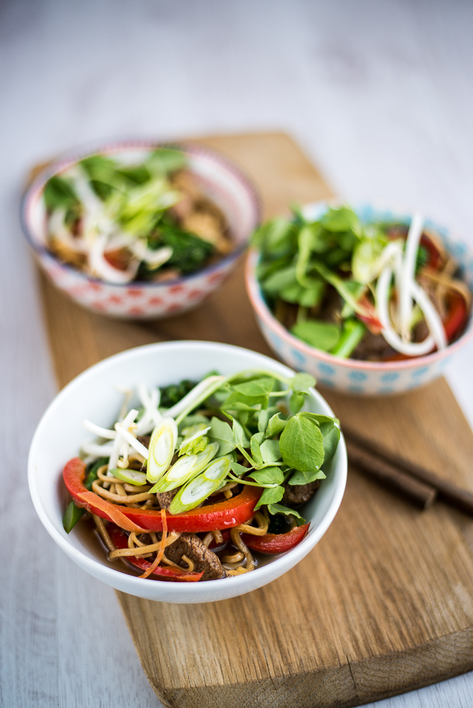 Wonderful one bowl dishes inspired by china features jamie oliver one bowl dishes forumfinder Images
