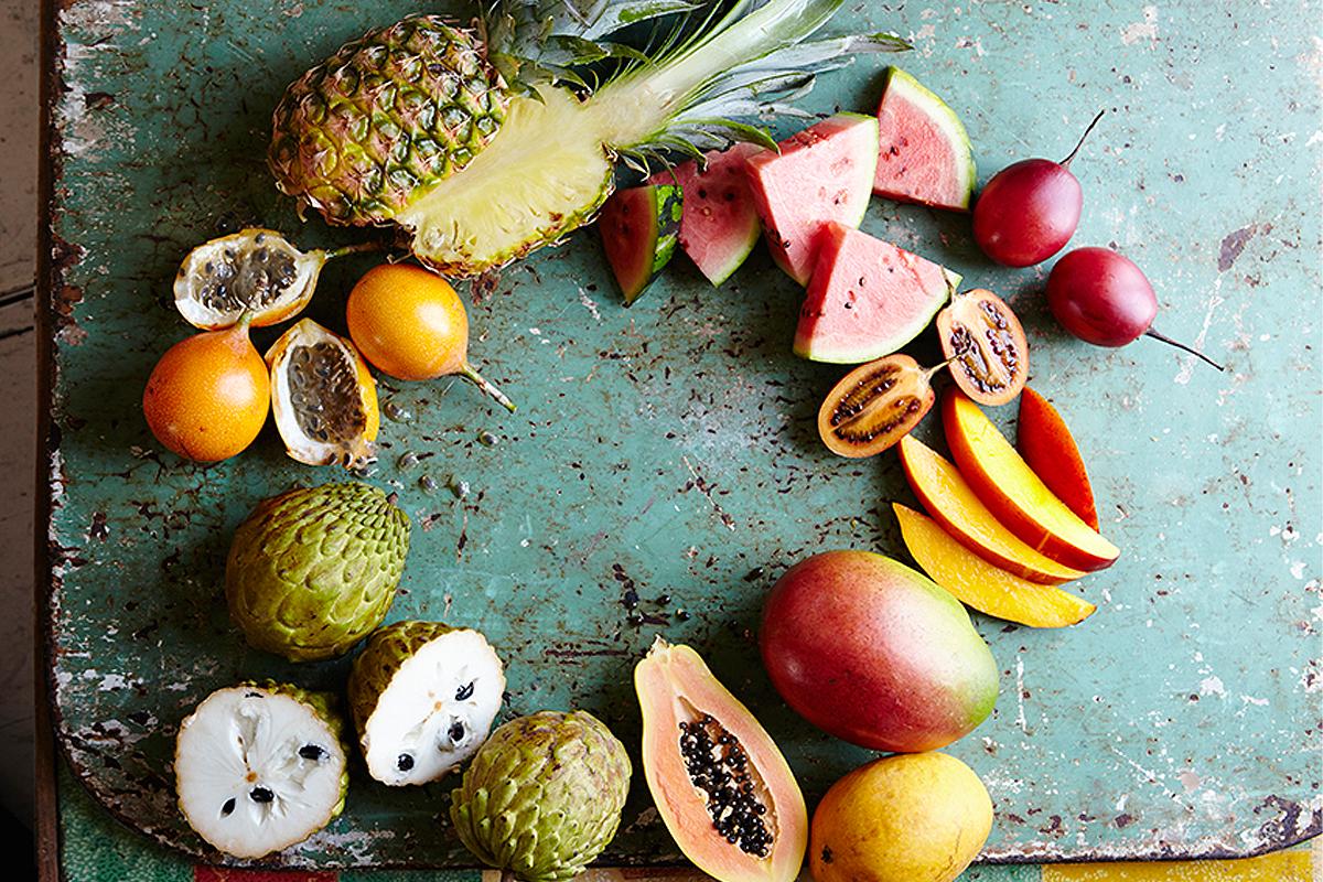 Различните тропически плодове.