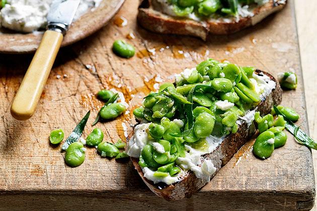 summer vegetarian recipes broad bean bruschetta