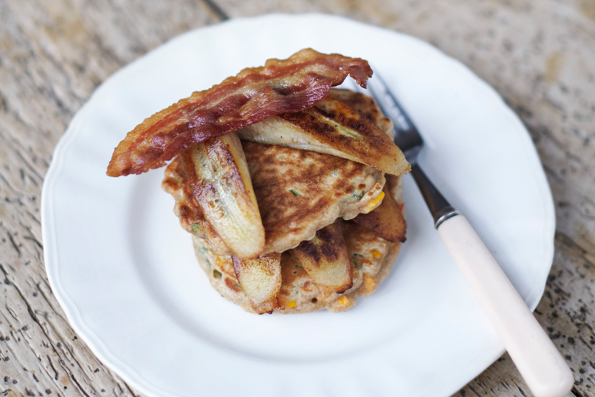 Stuffed pancakes - a delicious dish of Russian cuisine 100