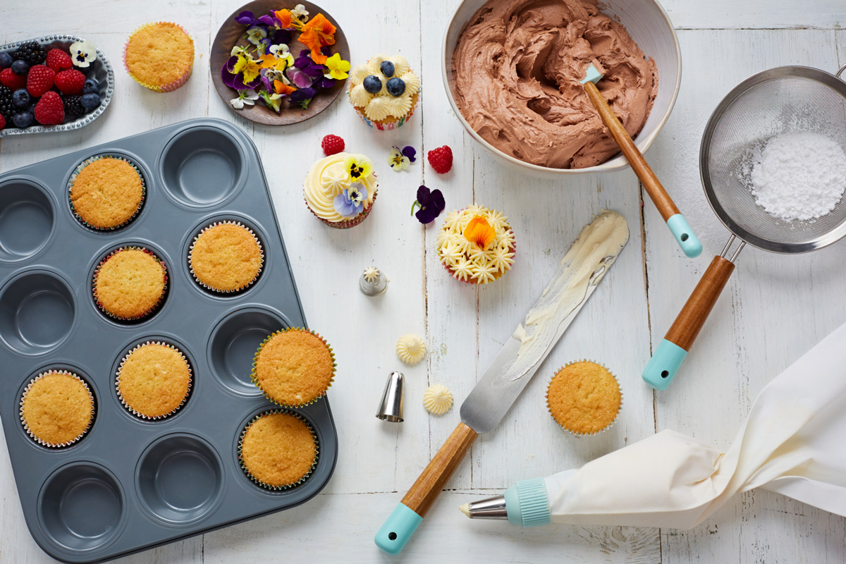 Basic Cake Decorating Ingredients : Cake decorating tips: pipe like a pro - Jamie Oliver ...