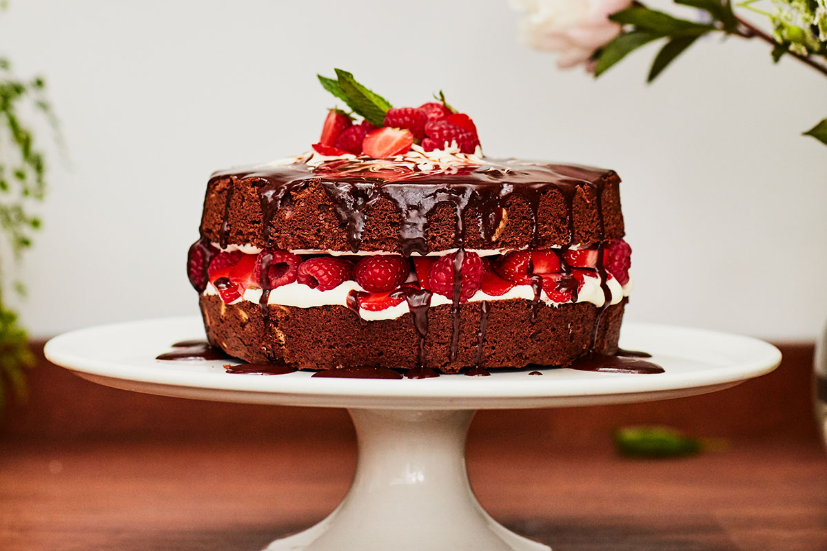 How To Make The Perfect Chocolate Cake Jamie Oliver Features