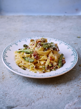 Tagliatelle with asparagus, crispy pancetta and Parmesan