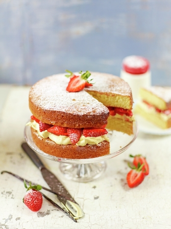 Strawberry & cream sandwich sponge
