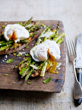 Grilled Asparagus & Poached Egg on Toast | Egg Recipes ...