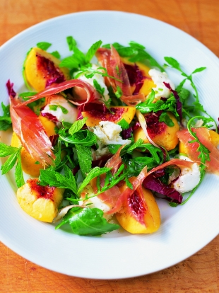 Mixed leaf salad with mozzarella, mint, peach prosciutto