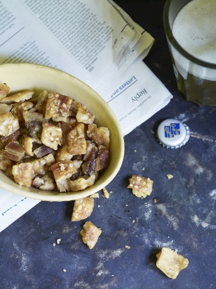 Pub-style pork scratchings