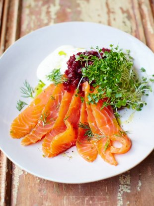Super-quick salmon gravadlax
