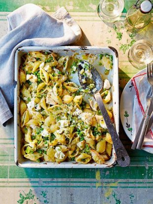 Chicken, leek & pea pasta bake