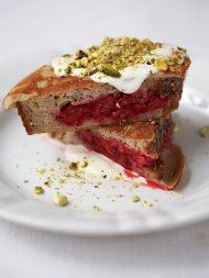 Berry pocket eggy bread