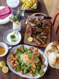Steak Indian-style, spinach & paneer salad, naan breads, mango dessert