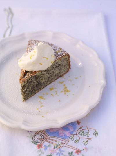 Almond cake with lemon & poppy seeds