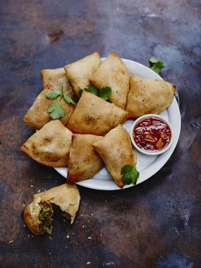 Baked veggie samosas