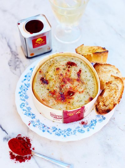 Baked paprika cheese