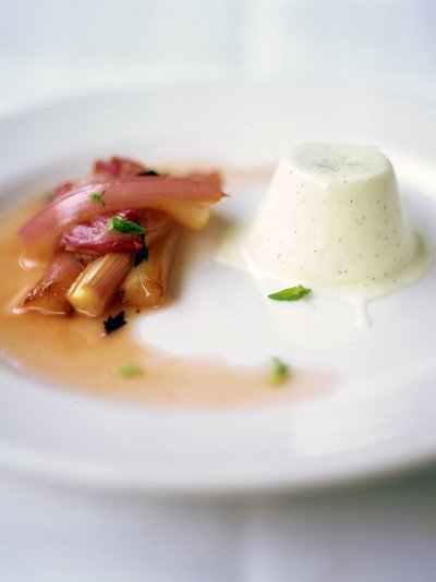Pannacotta with roasted rhubarb
