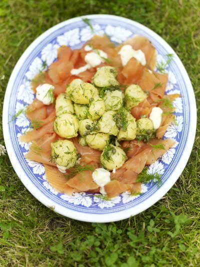 Potato salad with smoked salmon and horseradish crème fraiche