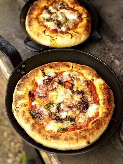 Deep-pan pizza