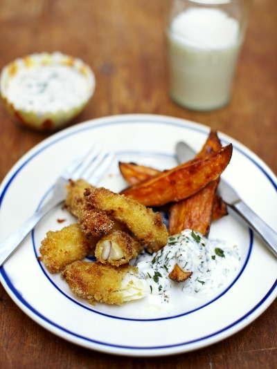 Fish fingers, chips & easy tartare sauce