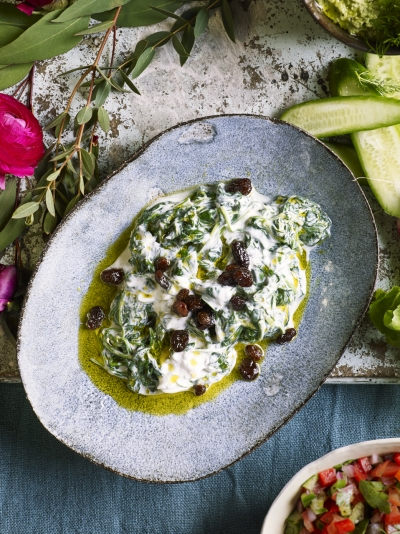 Wilted spinach with yoghurt & raisins