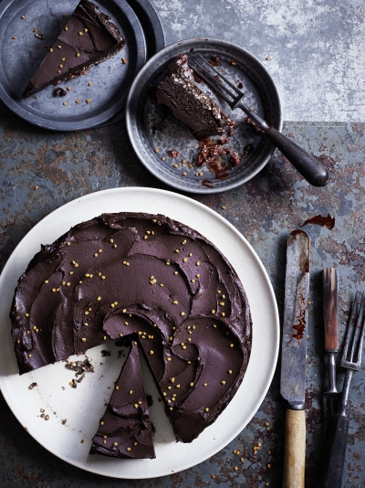 Raw chocolate cake