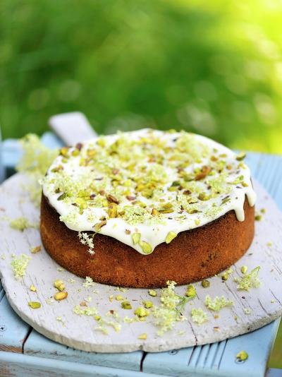 Pistachio, yoghurt & elderflower cake